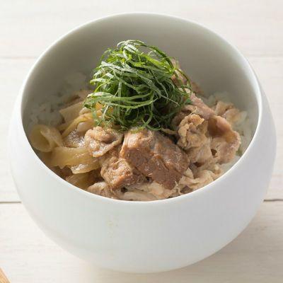 豚バラとトマトの角煮ソースを使った「豚丼」