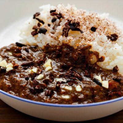 カカオたっぷり深いコクと旨味の贅沢カカオカレーパッケージ2